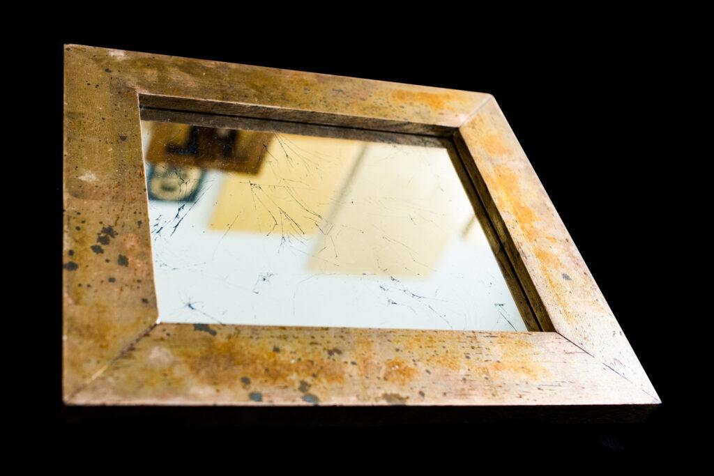 Silberspiegel mit versilbertem Eichenrahmen, oxidiert. Seite